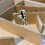 5歳におすすめ簡単ダンボール工作|ビー玉転がし(ビー玉迷路)の作り方♬おうち時間の過ごし方